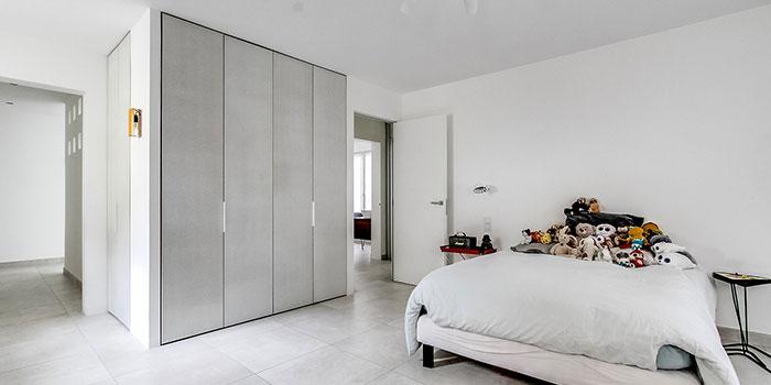 chambre blanche maison renovée