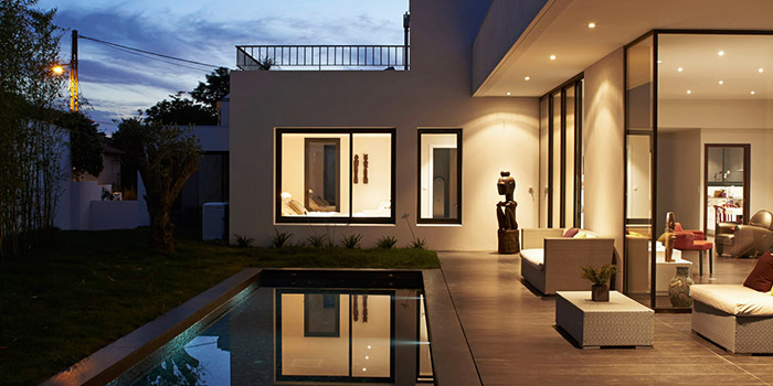 terrasse nuit piscine architecture