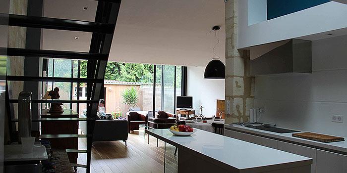 vue cuisine ouverte maison renovée