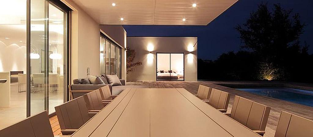 belle terrasse nuit piscine