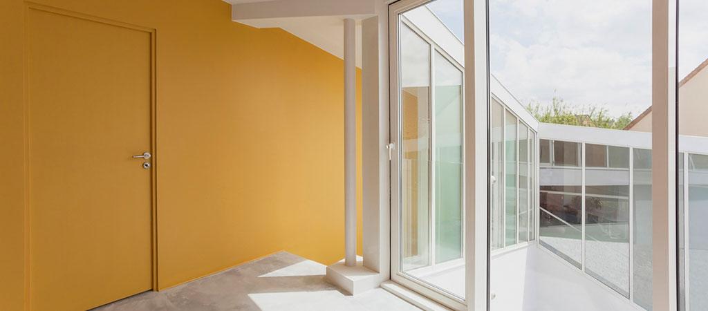 couloir maison spirale vitre