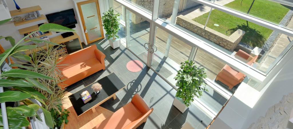 salon moderne maison verre