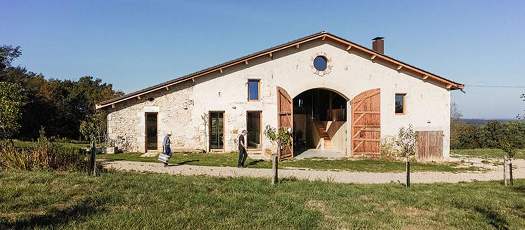 Des fermes, granges, et bâtiments agricoles transformés en ...