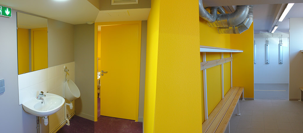 vestiaire jaune renovation architecte
