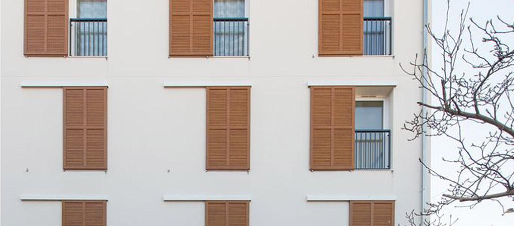 zoom facade logements fenetres