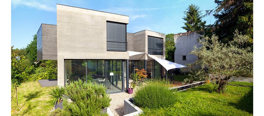 facade jardin maison beton